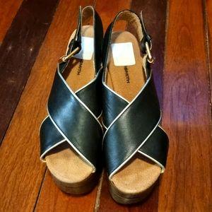 Wooden platform sandals - Size 8